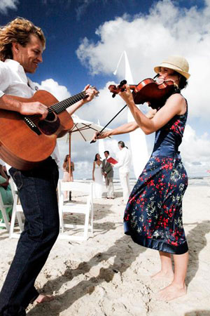 Byron Bay wedding at the beach with Byron String Quartet